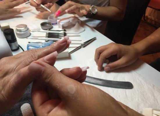 5 OBUKA PO CENI JEDNE (kurs izlivanja noktiju+ kurs nadogradnje noktiju+ kurs korekcije gela I skidanje gel laka+ kurs gel laka + kurs šminkanja)
